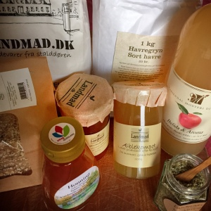 Den lækre startpakke fra Landmad - mel, havergryn, knækbrød, marmelade, honning, æblemost og kryddersalt!